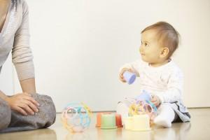 Trò chơi vận động tăng IQ cho bé dưới 1 tuổi