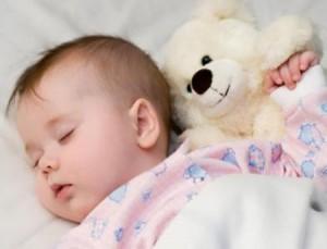 Cách dùng quạt, điều hòa để bé không bị ốm