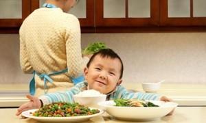 Những mẹo hay giúp mẹ đối phó với trẻ kén ăn